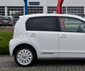 VW white up! image #12